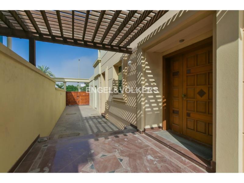Commercial Villa for Boutique Concept Business