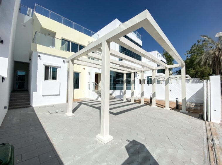 Commercial villa suitable for office use