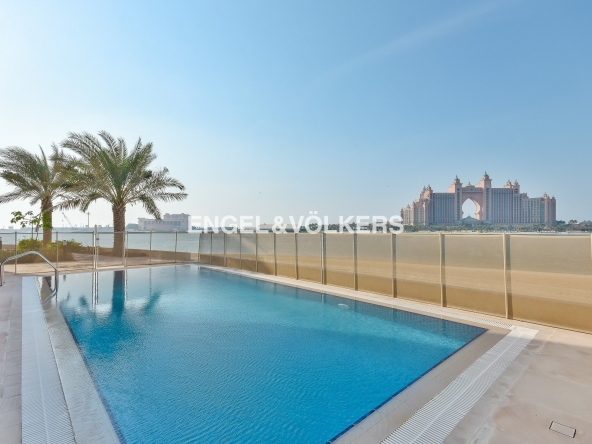Luxury Villa Palm Jumeirah Offering a unique view of The Atlantis Resort