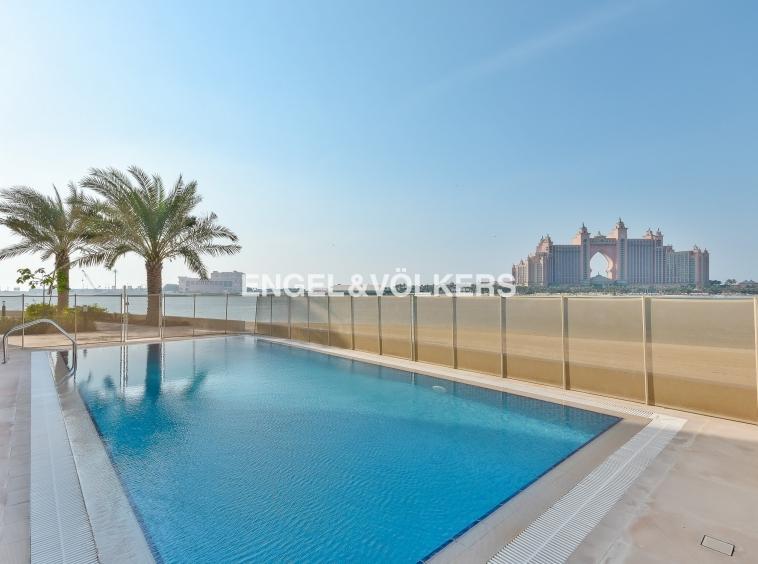 Luxury Villa Palm Jumeirah Offering a unique view of The Atlantis Resort
