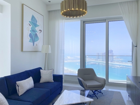 luxury 1 bed apartment with sea view in living room